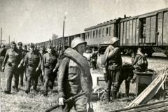 Высадка эшелона на станции Икорец Воронежской области. Дон. май 1942 г
