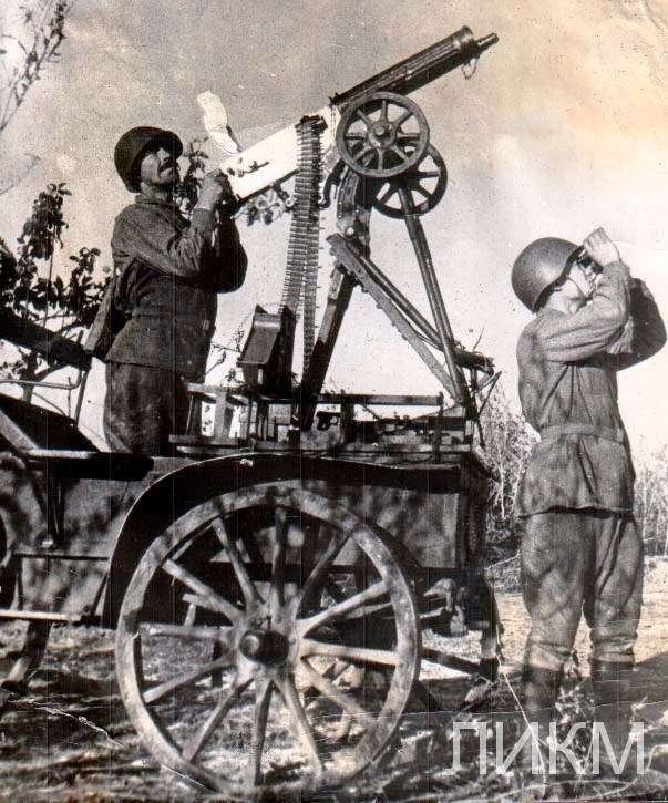 Зенитно - пулемётный расчет на огневой позиции